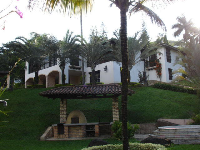 Casa colinas de arroyohondo
